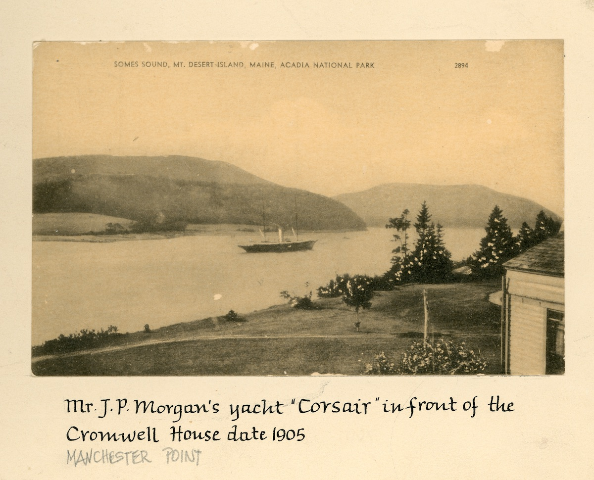 Yacht CORSAIR in front of the Cromwell House